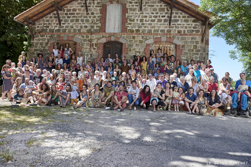 Portrait d'un village en fête